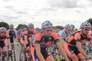 Cyclists in the middle of the pack
