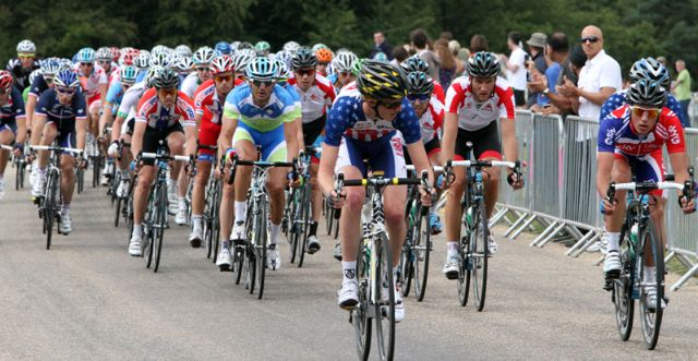 The peleton in the London Suurrey Cycle Claasic road race