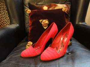 My Sheen Village - Shopping in Richmond Hill - Vintage Rose - red shoes