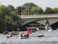 Arriving from under the bridge - Great River Race - News - My Sheen VIllage